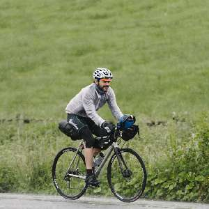 central/2016TransatlanticWay/  2016-06-19 George Cordal going well, George Cordal, Ireland, Transatlanticway, bicyle race, coastline, unsupport